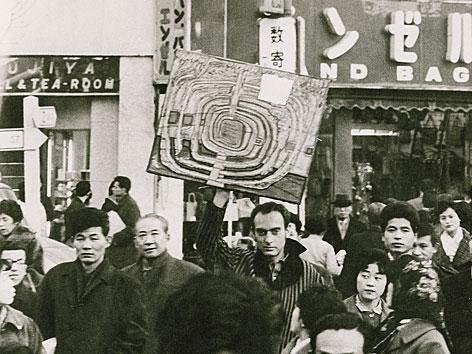Hundertwasser mit dem Bild 466 Die erste Japan Spirale, 1961