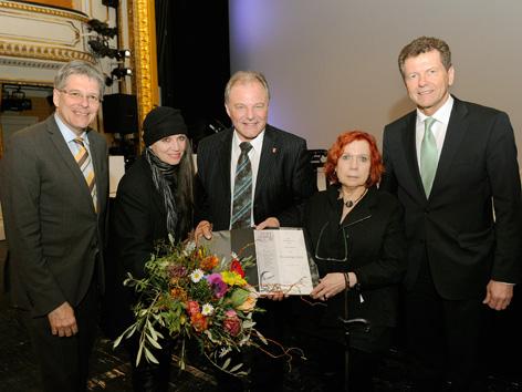 Der designierte LH Peter Kaiser mit Ingrid Ahrer, Friederike Roth, Vizebgm. Albert Gunzer und LR Wolfgang Waldner