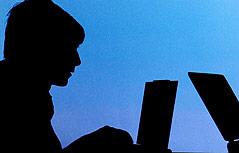 Silhouette eines PC-Nutzers