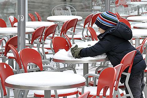 Schanigarten mit Schnee