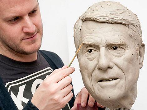 Wachsfigur von Udo Jürgens bei Madame Tussauds wird modelliert