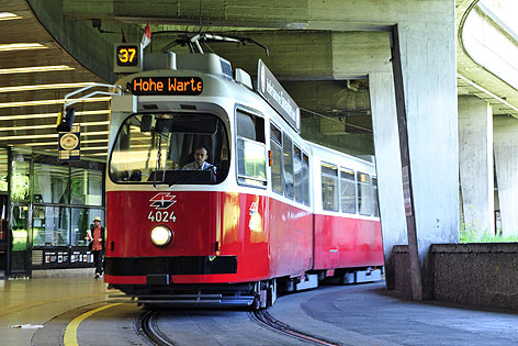 37er in der Station Schottentor