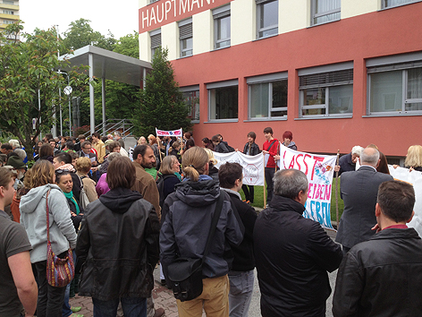 Demonstration vor BH Oberwart