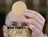 Hostie Kommunion Kirche Pfarrer Religion Priester Predigt Gottesdienst