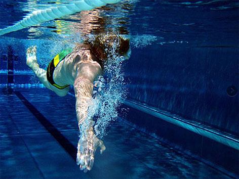Schwimmer unter Wasser