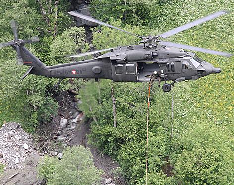 Hochwasser Holzbringung Bergung Hubschrauber Blackhawk Bundesheer