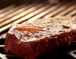 Rib-Eye-Steak gewürzt am Grillrost