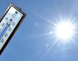 Thermometer und gleissende Sonne