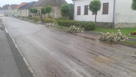 Verschlammte Straße in Badersdorf