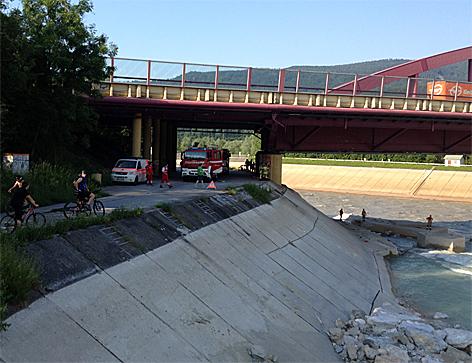 Suchaktion für verunglückte badende Jugendliche in Königssee Ache bzw. Urstein
