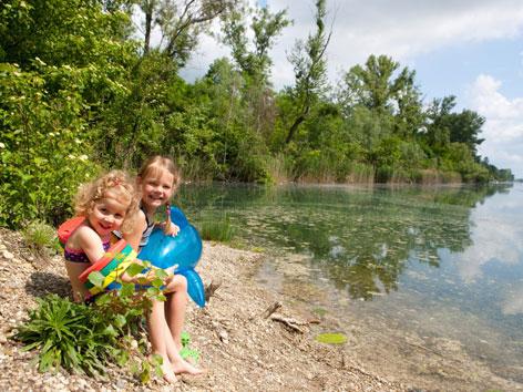 Kinder am Donau-Oder-Kanal
