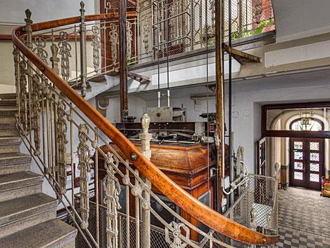 Lift in altem Haus
