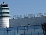 Tower und Terminal des Flughafens Wien