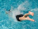 Schwimmen Freibad Sommer Hitze Baden heiß Bad Badehose Wasser