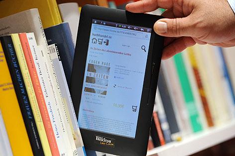 E-Book in Bücherregal