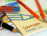 Füllfeder, Hefte, Bleistift, Radiergummi