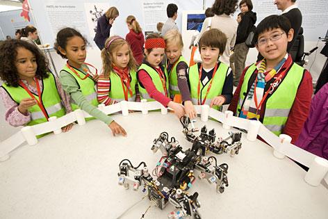 Kinder beim Forschungsfest