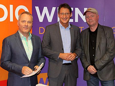 BZÖ-Spitzenkandidat Josef Bucher mit Paul Tesarek und Christian Ludwig