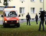 Journalisten und Einsatzkräfte der Rettung und Polizei in Wien-Ottakring