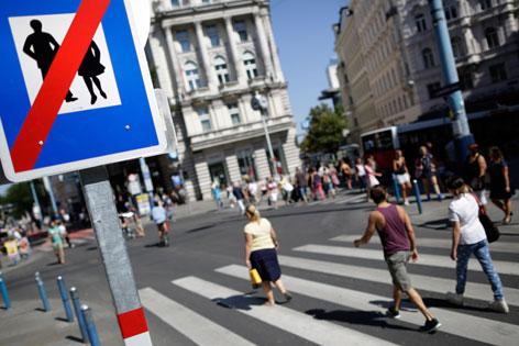 Keine Fußgänger-Schild auf der Mahü
