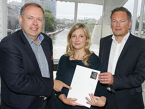 Andreas Nödl, Sandra Tretter und   Peter Weinhäupl bei der Präsentation der Klimt-Foundation