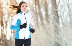 Läuferin mit Haube und Handschuhen