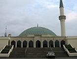 Islamische Zentrum Wien ist eine Moschee im 21. Wiener Gemeindebezirk Floridsdorf in der Siedlung Bruckhaufen an der Adresse Am Bruckhaufen 3