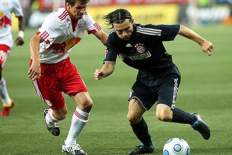 Franz Schiemer von Red Bull Salzburg gegen Daniel Pranjic von Bayern München