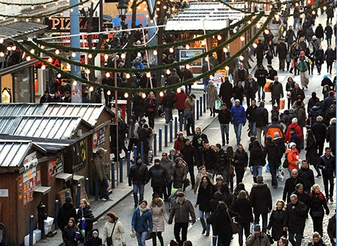 Einkaufen Weihnachten Fußgänger Mariahilfer Straße