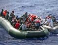 Boot mit Flüchtlingen aus afrikanischen Ländern im Mittelmeer südlich von Malta, im Mai 2012