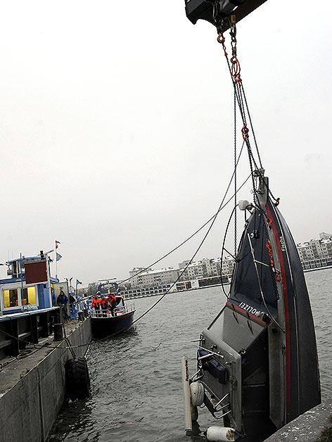 Bergung des Polizeiboots Fischa