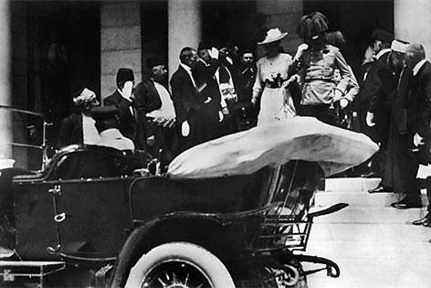 Franz Ferdinand und Sophie in Sarajevo, wenige Augenblicke vor dem Attentat