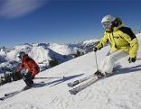 Zwei Skifahrer auf dem Hochkar
