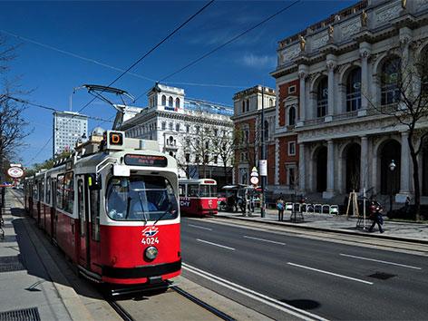 """Alte Straßenbahn """"E2"""" in Wien"""