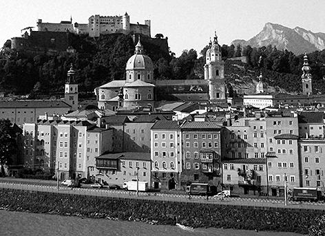 Altstadt Lehner Festung Hohensalzburg Burg Untersberg Stadt Salzburg Salzach Salzachkai