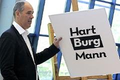 Matthias Hartmann bei einer Pressekonferenz im April 2009