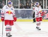 Spieler von Red Bull Salzburg mit hängenden Köpfen nach Niederlage