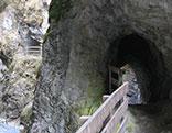 Schlucht mit Tunnel