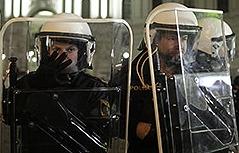 Polizei vor Hofburg bei Demonstrationen gegen Akademikerball