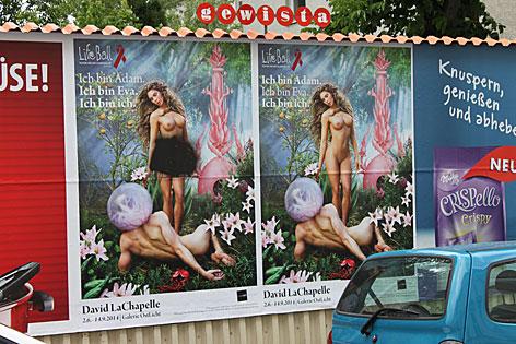 Beschmiertes Life Ball-Plakat