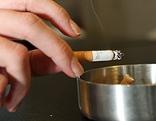 Rauchende Person