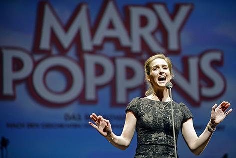"""Musicaldarstellerin Annemieke van Dam (Mary Poppins) während der Präsentation des Musicals """"Mary Poppins"""""""