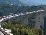 Stau auf der Europabrücke der Brennerautobahn