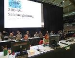 Podium beim Behördenverfahren zur Umweltverträglichkeitsprüfung der 380-kV-Leitung in Salzburg