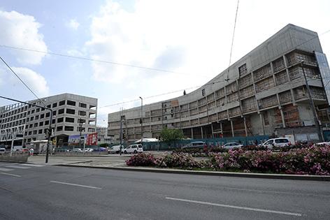 Bauprojekt des Krankenhaus Nord feiert die Dachgleiche