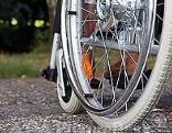 Detail Rollstuhlfahrer im Freien