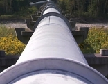 TAL-Ölleitung auf einer Brücke