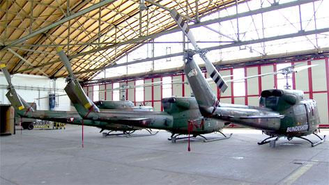 Bundesheerhubschrauber im Hangar
