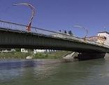 Die Lehener Brücke über die Salzach in der Stadt Salzburg