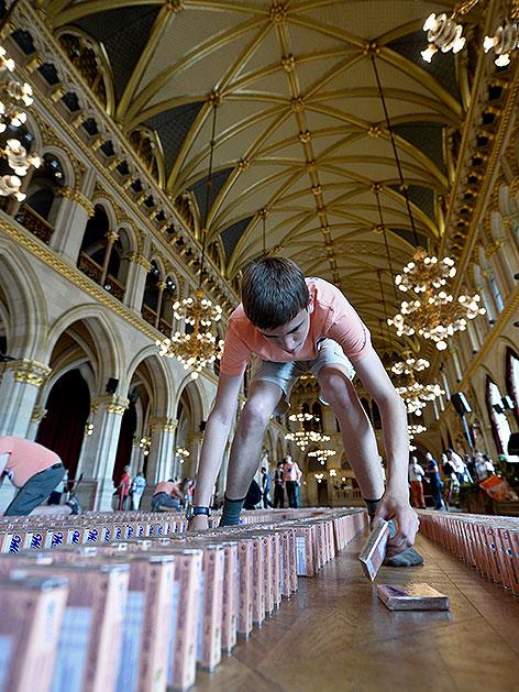 Weltrekord mit Mannerschnitten im Rathaus